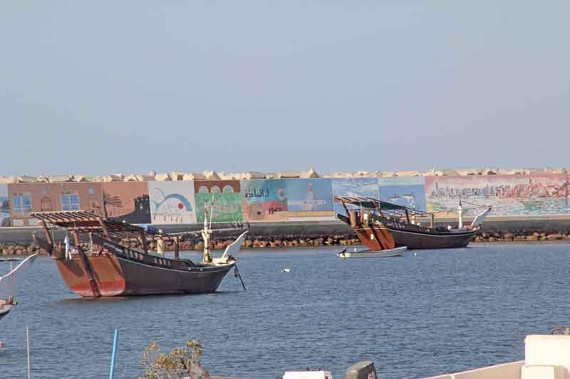 Bild 28 Blick auf den Bootshafen in Sur