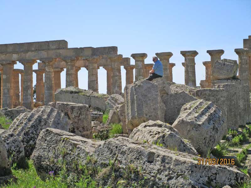Blick auf die Säulenreste und die Tempelanlage in Selinunte