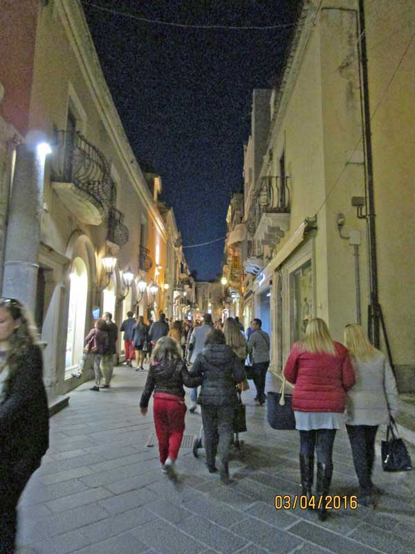 Bummel durch Taormina am Abend