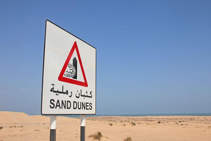 Bild 11 Verkehrsschild Sanddünen auf der Straße