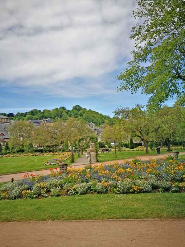 Bild 25 In einem Park in Honfleur.