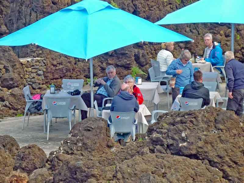 Bild 43 Im Restaurant an der Felsenküste von Porto Moniz