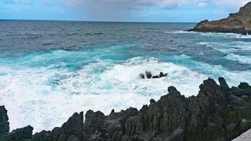 Bild 33 An der Felsenküste von Porto Moniz