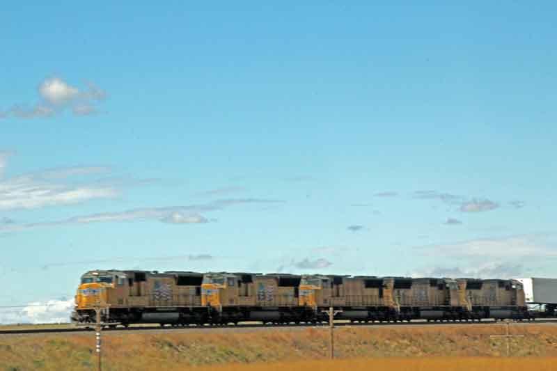 Bild 3 Die Straße führt nach Norden paralell zur Railway