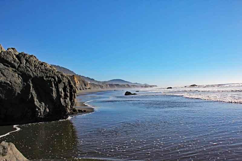 Bild 24 Zwischen den Felsen am Strand