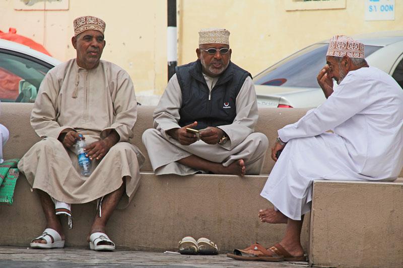 Kleine Pause am Souk von Muthrah, Oman 2017