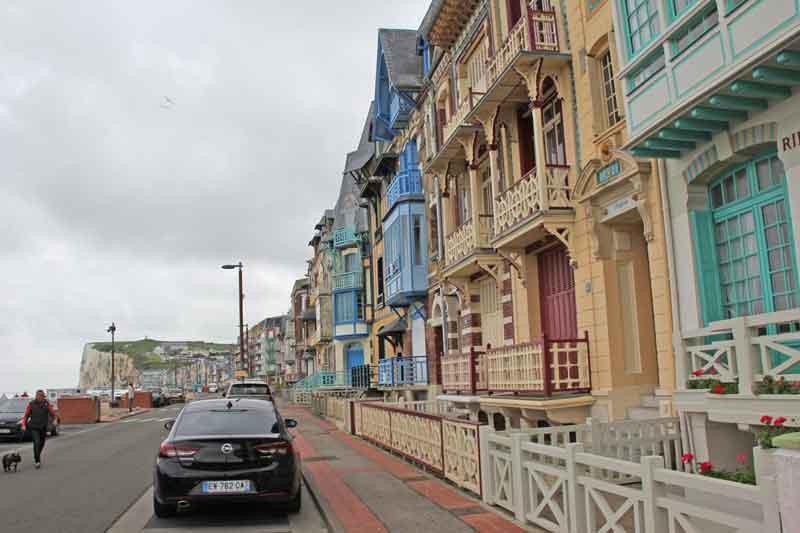 """Bild 7 Sehr schöne Häuser an der Promenade von """"Le Treport"""""""
