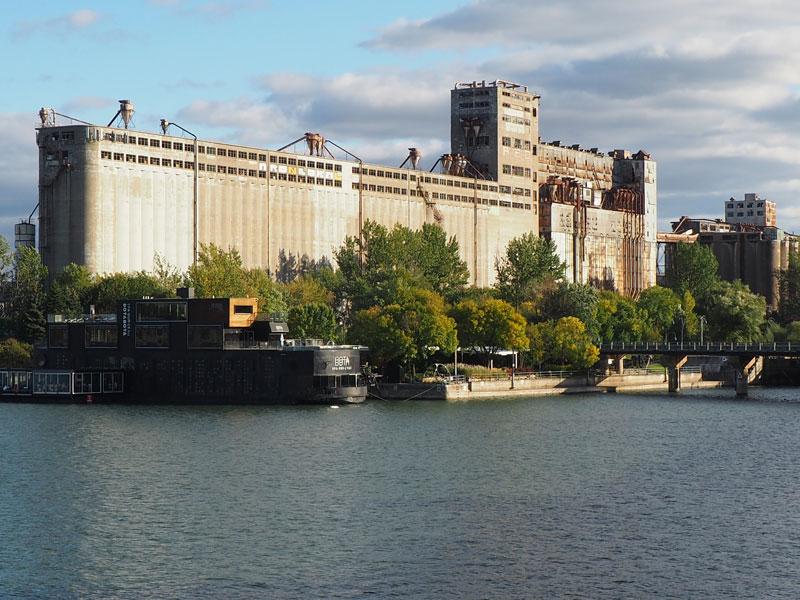 Bild 39 Am Hafen Blick auf altes Fabrikgebäude