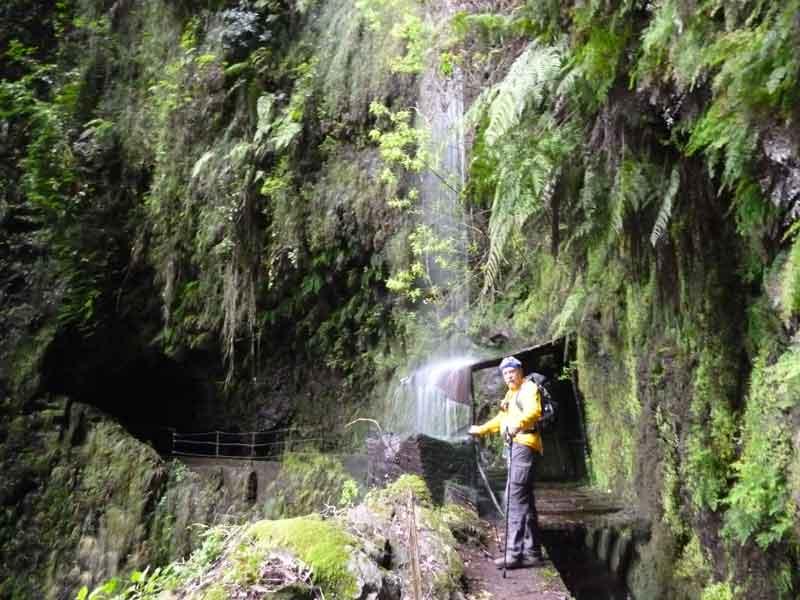 Bild 11 An einem Wasserfall, unterwegs auf der Levada da Ribeira