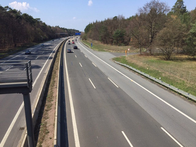 Bild 3 Blick von der Autobahnbrücke auf die A3