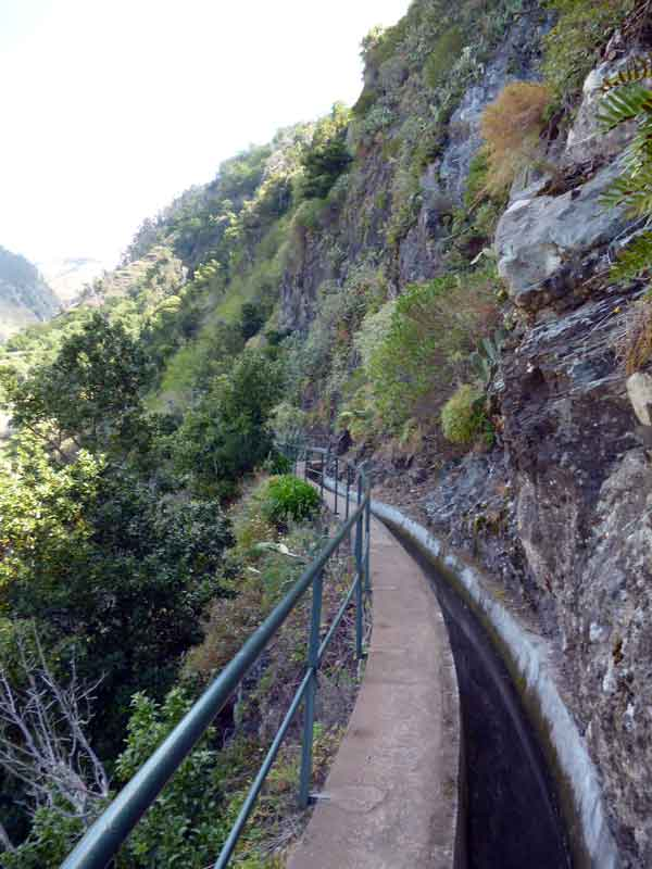 """Bild 4 Levadawanderung, Start oberhalb von """"Ribeira Brava"""""""