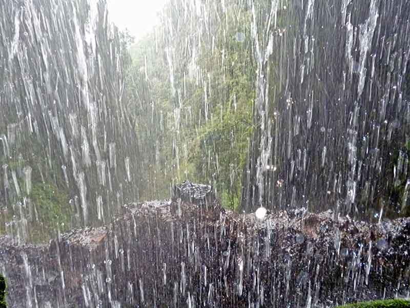 Bild 13 Hinter dem Wasserfall führt der Weg, unterwegs auf der Levada da Ribeira