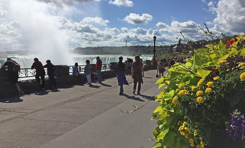 Bild 10 Auf dem Weg zum Besucherzentrum am kanadischen Fall