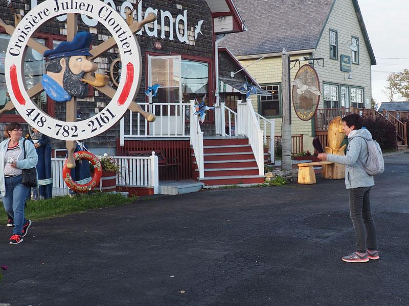 Bild 14 Vor einem Souvenirladen in Perce