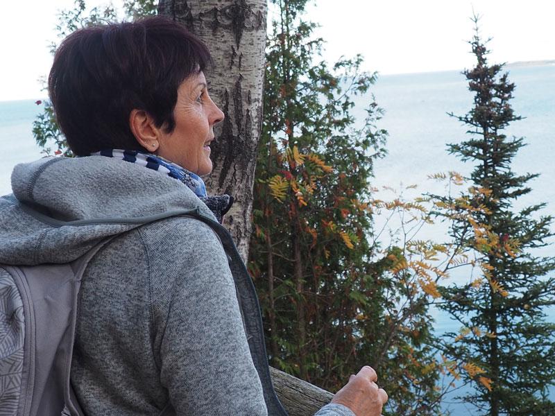 Bild 18 Wanderung durch einen kleinen naturbelassenen Park