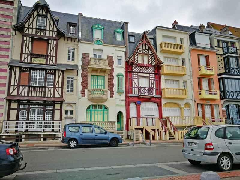 """Bild 8 Sehr schöne Häuser an der Promenade von """"Le Treport"""""""