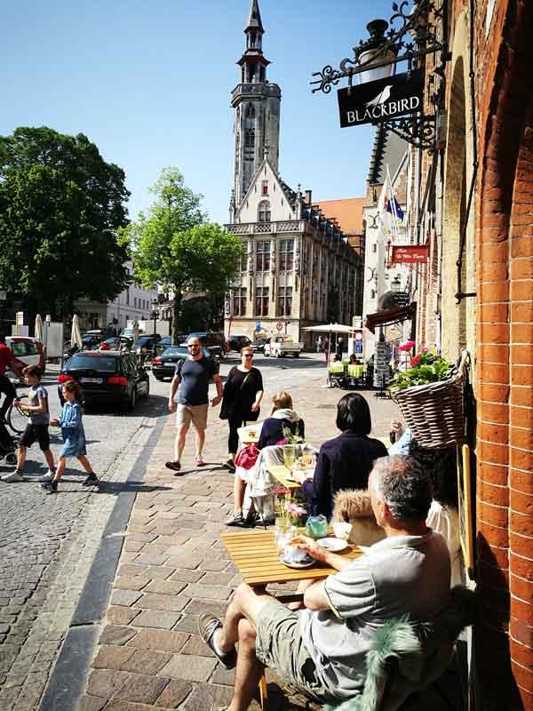 """Bild 35 Pause im Cafe """"Blackbird"""""""