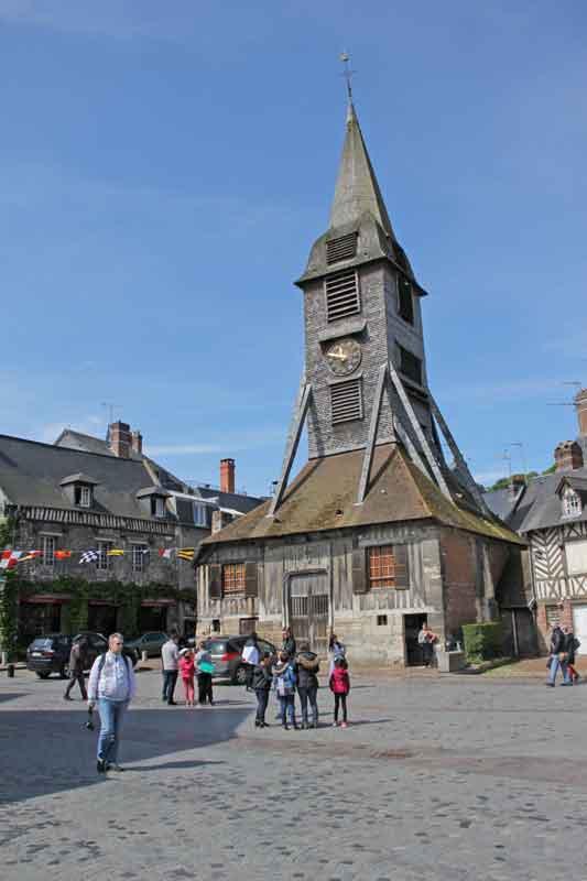 Bild 17 Blick auf Holzkirche St. Catrine in Honfleur.