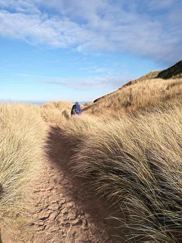 Bild 12 Wanderung durch die Dünen am roten Kliff