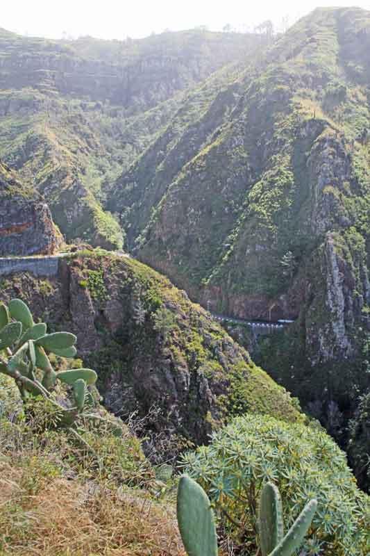 """Bild 14 Tolle Straßen führen uns weiter in Richtung """"Ponta da Pargo"""""""