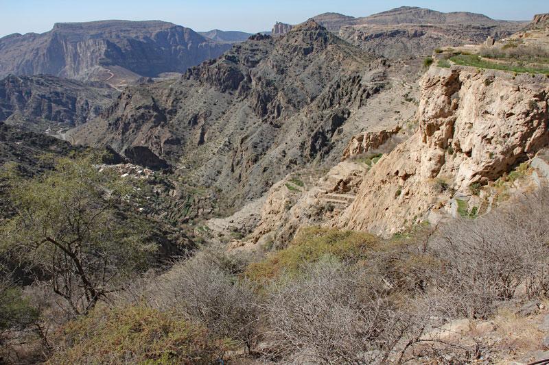 Bild 5 Blick auf die Berge und das tiefe Tal