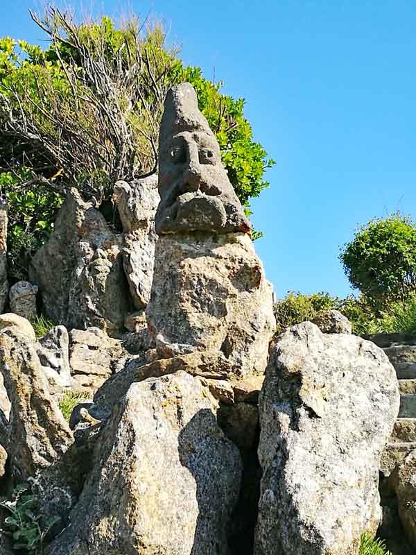 """Bild 54 An der Felsenküste von St. Malo, Ausstellung """"The sclptered Rocks"""""""
