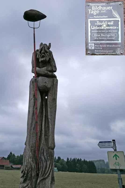 """Skulptur auf der Kunstmeile """"Teufel mit Liebeskummer"""""""
