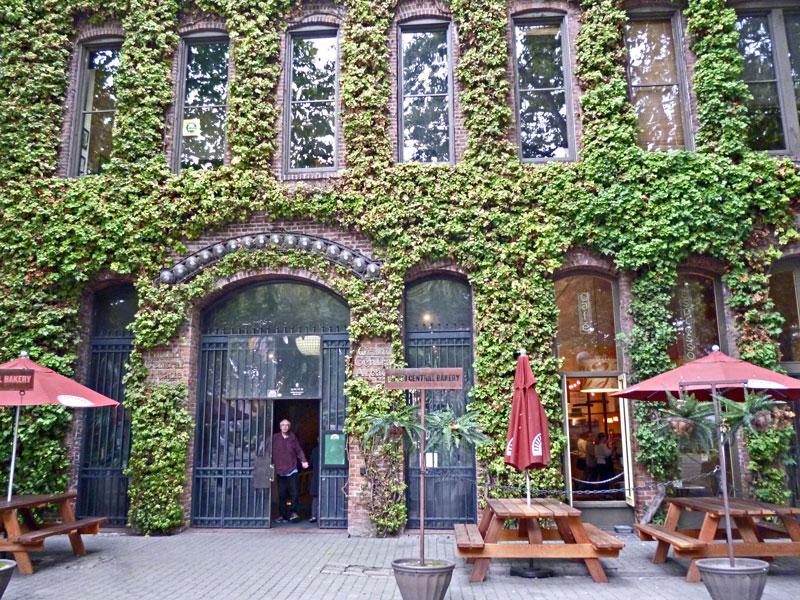 Bild 5 Schöne Plätze mit alten Gebäuden und Strassencafes