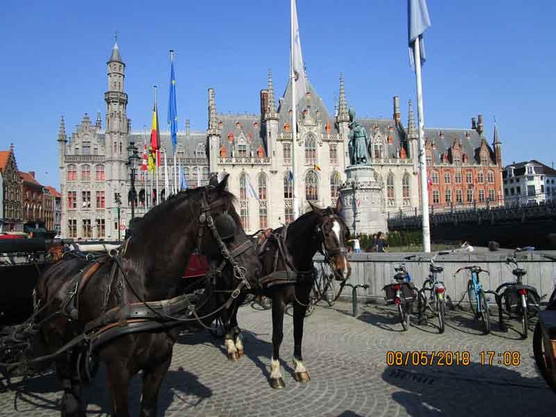 Bild 11 Am Marktplatz von Brügge