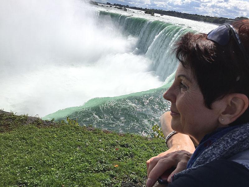Bild 15 Margit vor dem kanadischen Fall