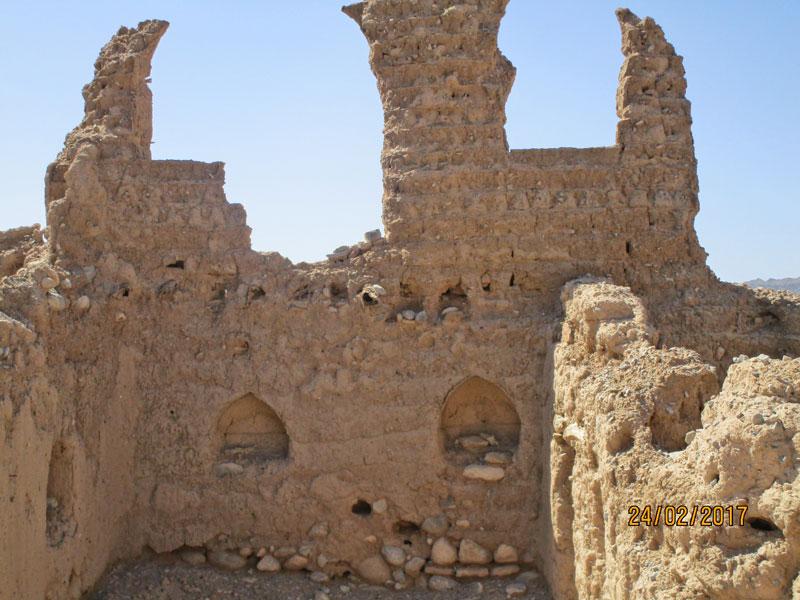 Bild 24 Alte verfallene, frei zugängliche Lehmstadt am Wadi Tanuf