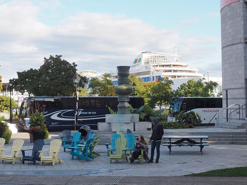 Bild 36 Am Hafen Blick auf die AIDA