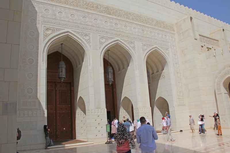 Bild 6 Vor der Sultan Qaboos Moschee
