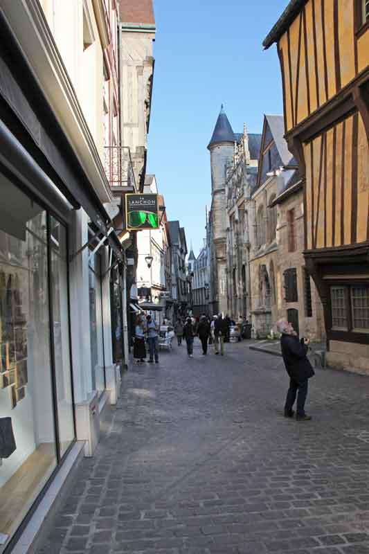 Bild 14 Unterwegs in den Straßen von Rouen