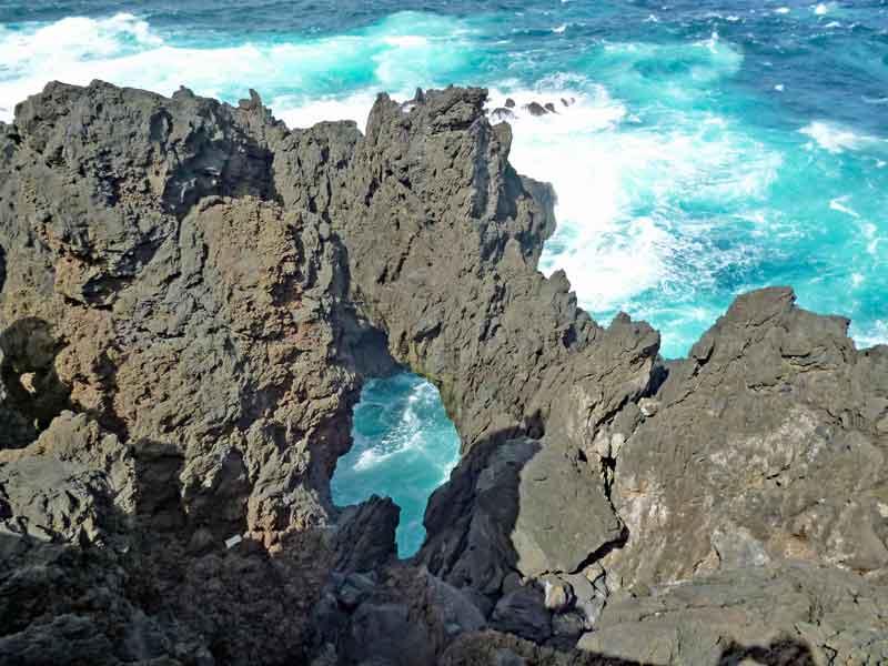 Bild 40 An der Felsenküste von Porto Moniz