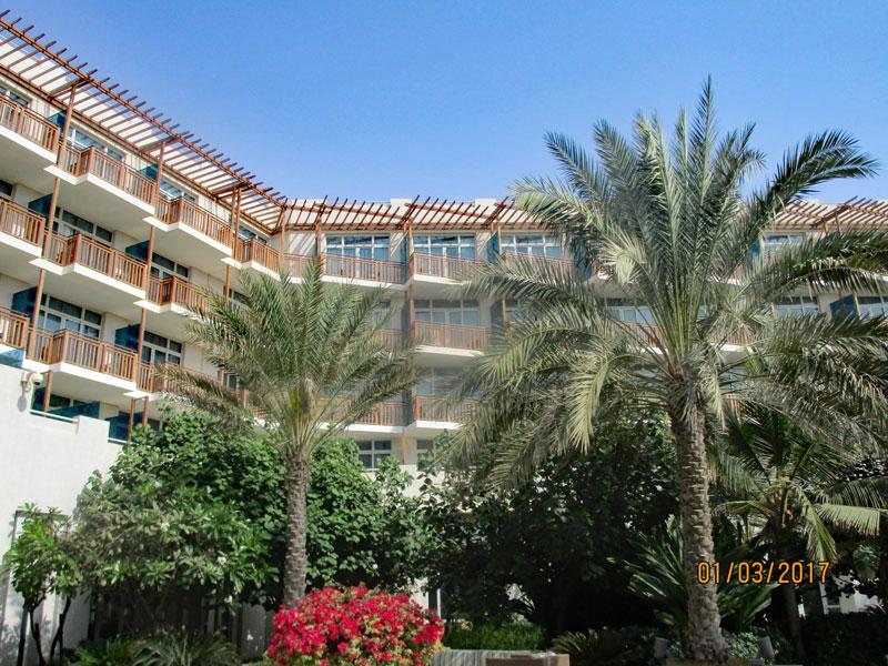 Bild 4 Blick auf die Zimmer vom Hotel-Innenhof