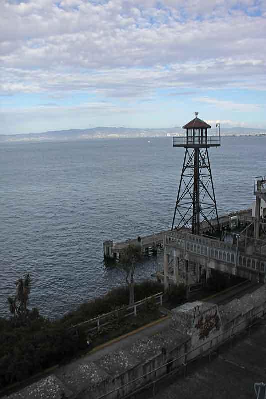 Bild 23 Wachtürme auf dem Weg Zellentrakt in Alcatraz