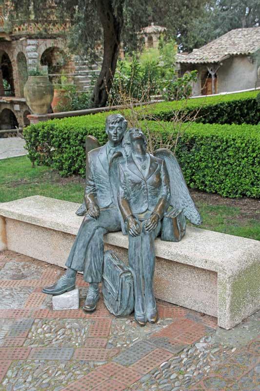 Verliebte in Taormina im Stadtpark