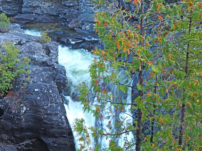 Bild 15 Wanderung am späten Nachmittag am Fluß entlang