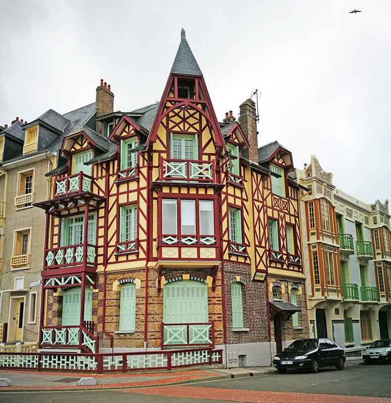 """Bild 9 Sehr schöne Häuser an der Promenade von """"Le Treport"""""""
