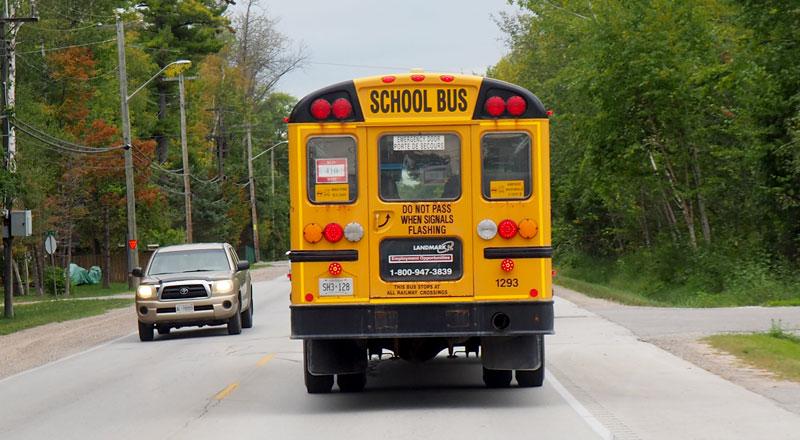 Bild 5 Hinter den Schulbussen müssen wir immer vorsichtig fahren