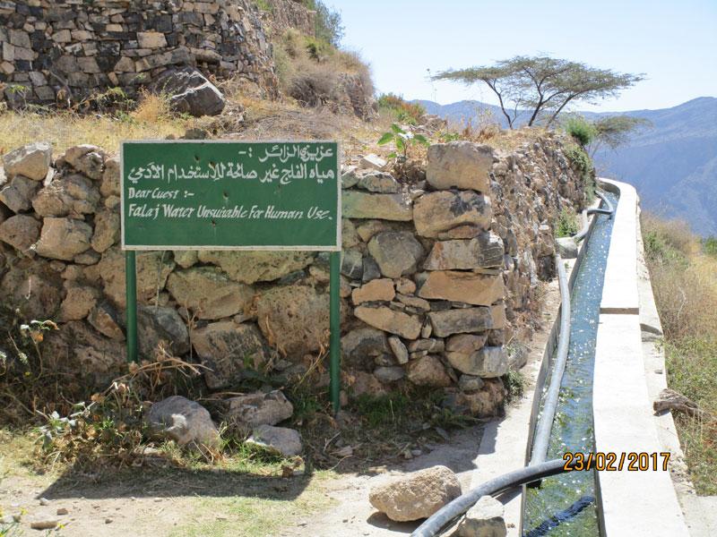 Bild 10 Hinweisschild am Bewässerungskanal