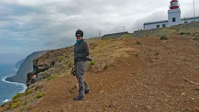 Bild 10 Margit am Leutturm von Ponta do Pargo