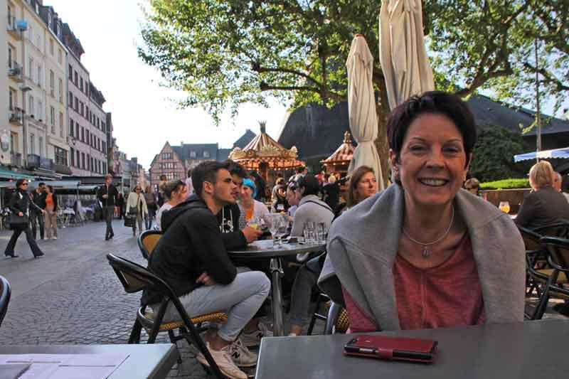 Bild 6 im J.M´s Cafe in Rouen, mitten im Trubel