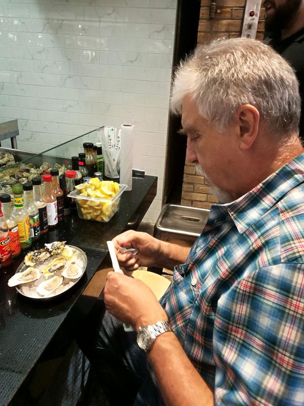 Bild 20 Austern essen im St. Lawrence Market