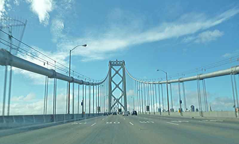 """Bild 2 Über die Bay Bridge geht es nach """"Down town"""" San Francisco"""