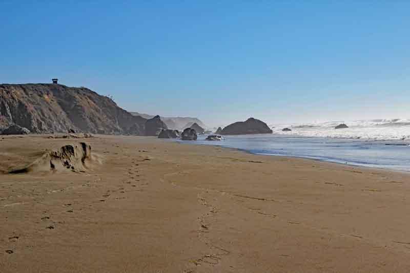 Bild 32 Zwischen den Felsen am Strand