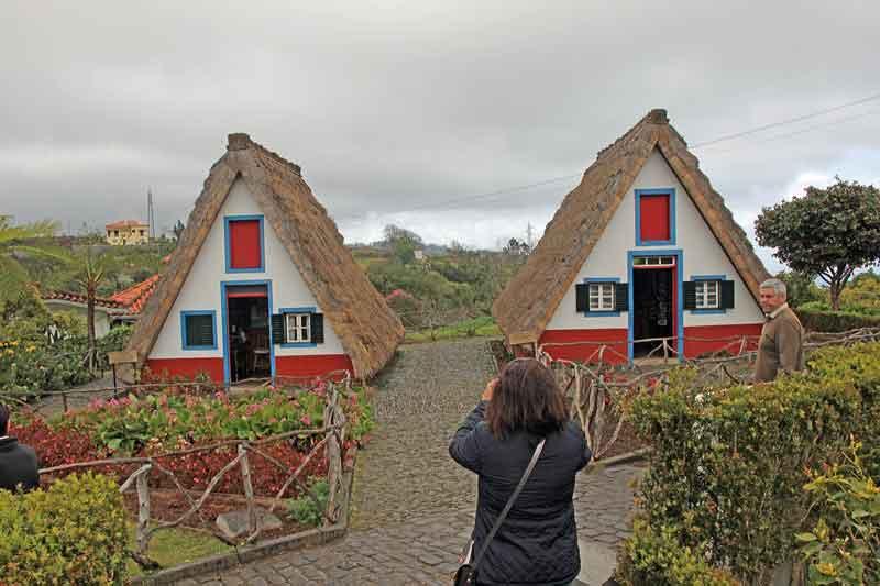 Bild 16 Strohgedeckte Häuser in Santana