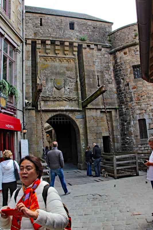 Bild 15 Durch den kleinen Ort unterhalb der Abtei