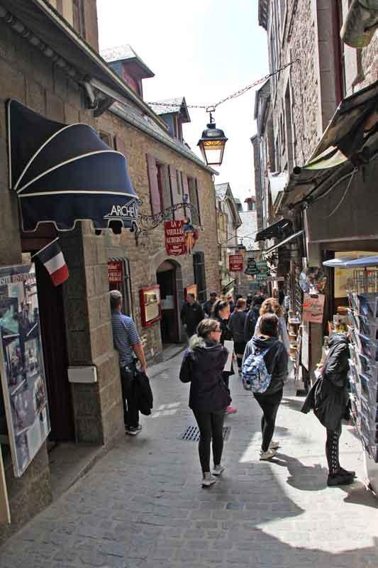 Bild 10 Durch den kleinen Ort unterhalb der Abtei
